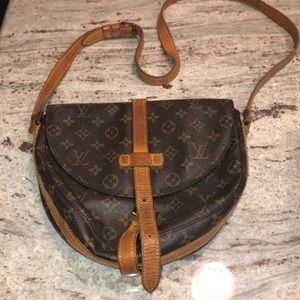 VINTAGE LOUIS VUITTON CROSSBODY BAG